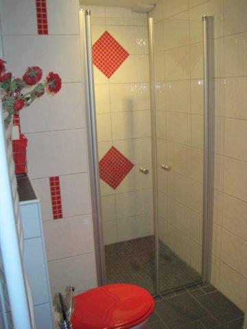 Badezimmer mit ebenerdiger dusche abfluss reinigen mit - Glasduschwand reinigen ...